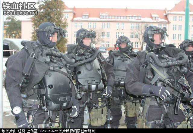 ポーランド軍特殊部隊「GROM」創設 25 周年記念 …